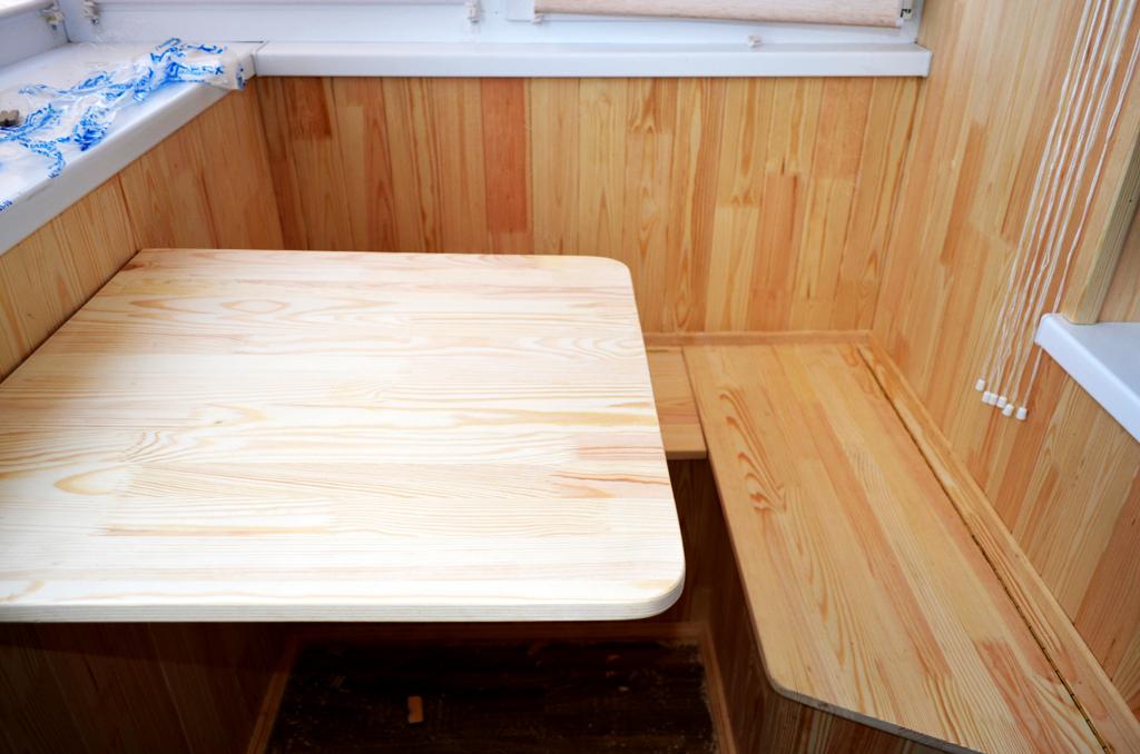 Маленький столик и стульчики для балкона купить..