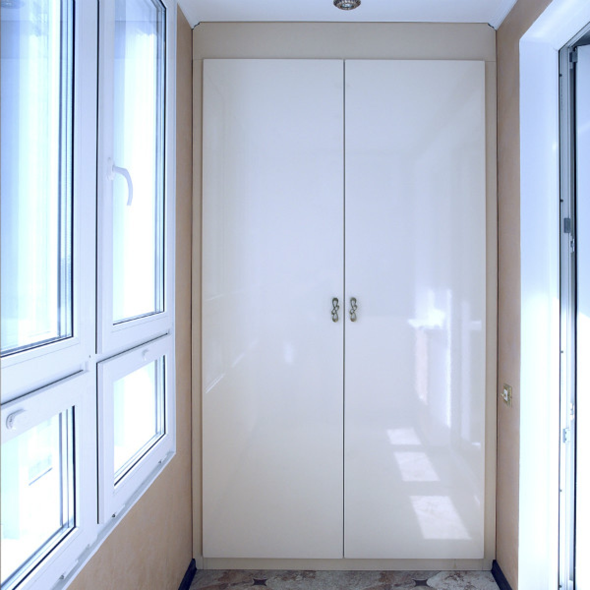 Двери распашные для шкафа на балконе на заказ.